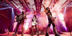 Riesige Schuhe, riesige Show: Kiss in Aktion. Foto: Universal Music/Eagle Rock Entertainment