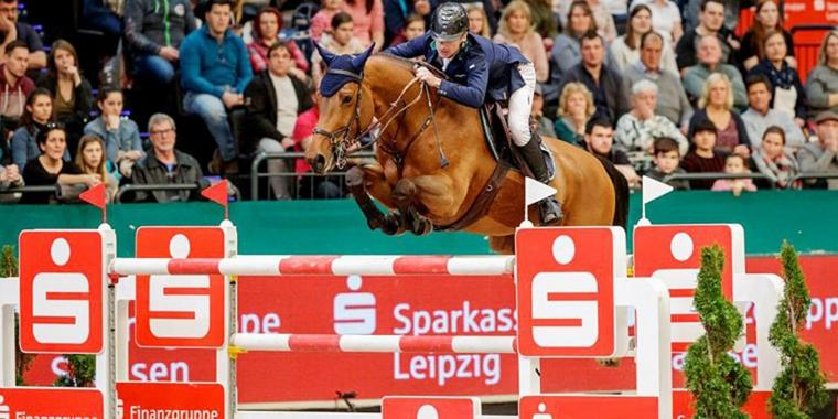 Foto: Der Longines FEI Jumping World Cup™ presented by Sparkasse gewinnt der Irländer Denis Lynch.