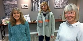 Friderike Bielfeld, Silvia Banthien und Barbara Schleth in der Galerie BOart in Bad Oldesloe