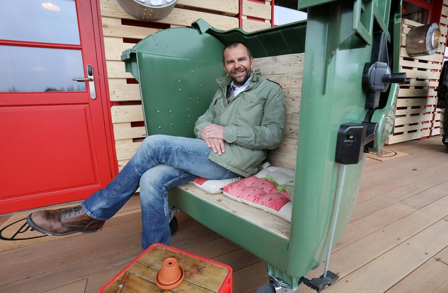 """Eröffnung Upcycling-Hotel """"Alles Paletti"""""""