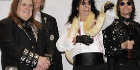 Michael Bruce (l-r), Neal Smith, Alice Cooper und Dennis Dunaway 2011 in New York.