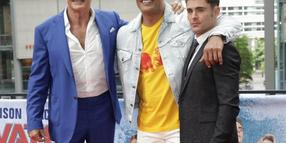 "David Hasselhoff (l-r), Dwayne Johnson und Zac Efron bei der ""Baywatch""-Premiere in Berlin."