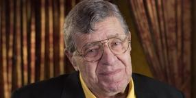 Jerry Lewis 2014 bei einem Interview im TCL Chinese Theatre in Los Angeles.
