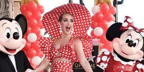 Katy Perry hat sich stylish an Minnie Maus orientiert.