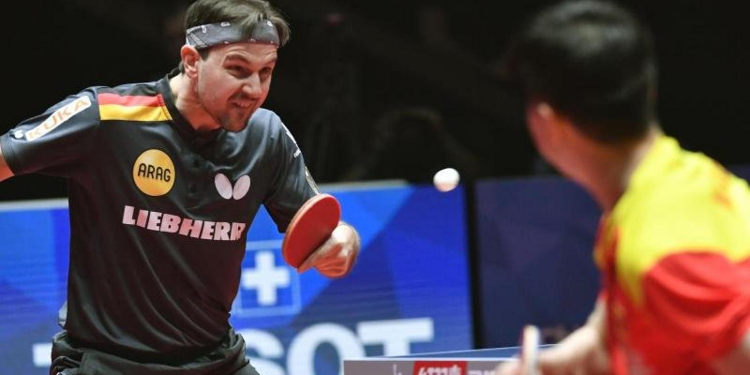 Timo Boll im Duell mit Ma Long aus China.