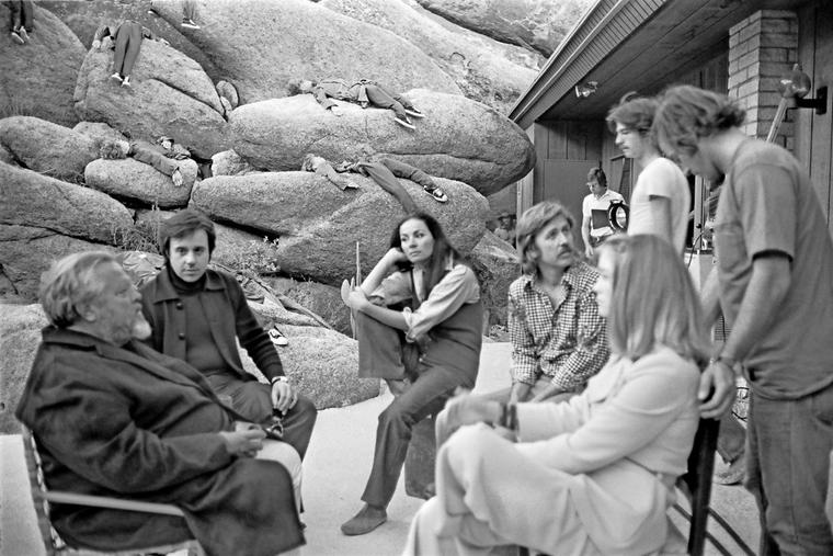 """Orson Welles (links) am Set von """"The Other Side of the Wind"""""""