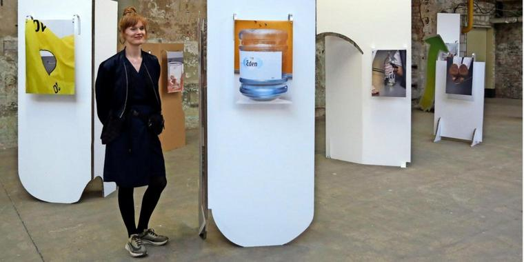 "Mit ihrer Installation ""POW The Power of We"" hat Luise Marchand den Meisterschülerpreis gewonnen – zu sehen in der Ausstellung in der Werkschauhalle der Spinnerei."