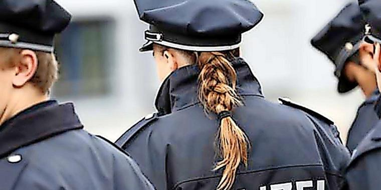 Brandenburger Polizisten in Uniform.