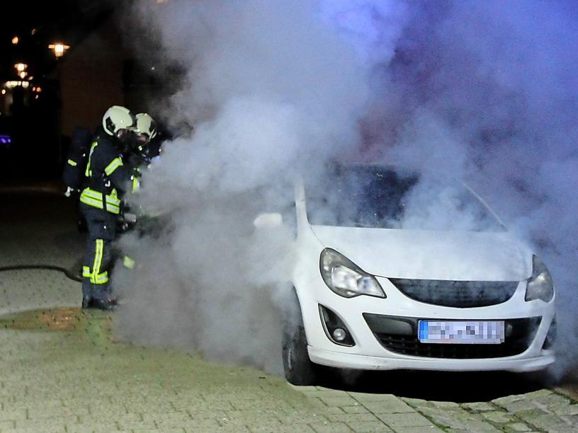 Autobrand in der Rathenower Baderstraße.