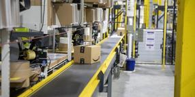 Paketband im Amazon-Standort in Brieselang.