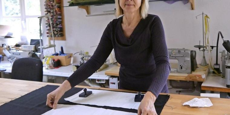Karin Zobel-Schürmann in ihrem Atelier in Zeuthen.