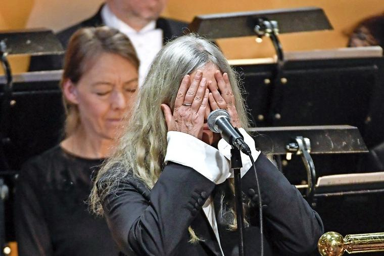 Mitten im Dylan-Song stockt Patti Smith