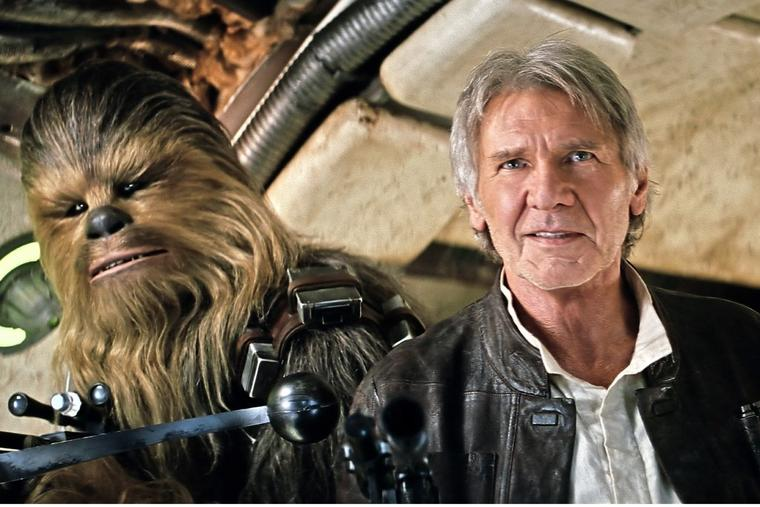 "Peter Mayhew (l) als Chewbacca und Harrison Ford als Han Solo in ""Star Wars"