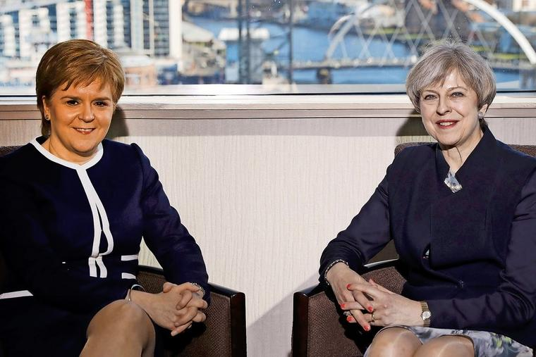 Nicola Sturgeon und Theresa May