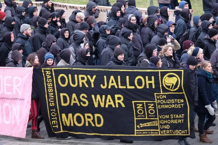 Die Initiative in Gedenken an Oury Jalloh demonstrierte zum 13