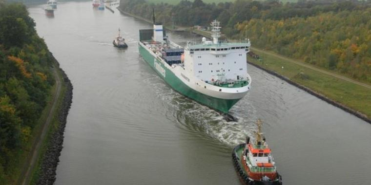 Nord-Ostsee-Kanal Containerschiff FB