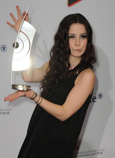 """German singer Lena poses with the 2011 Echo Music Award in the category """"Best female artist national rock/pop"""" at the 20th Echo Awards ceremony in Berlin, Germany, 24 March 2011. The Echo Music Award is presented in 25 categories. Photo: Jörg Carstensen dpa/lbn +++(c) dpa - Bildfunk+++"""