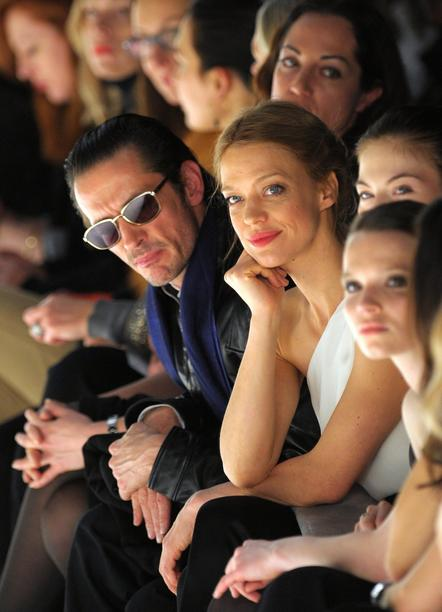 Director Oskar Roehler and actresses Heike Makatsch (C) and Karoline Herfurth (R) attend Kaviar Gauche fashion show during Mercedes-Benz Fashion Week in Berlin, Germany, 21 January 2011. Foto: Soeren Stache dpa/lbn +++(c) dpa - Bildfunk+++
