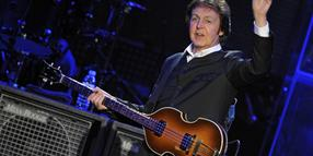 Paul McCartney auf der Bühne der Color Line Arena in Hamburg.