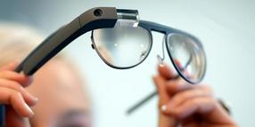 Brille mit Smart-Linsen von Google Glass.