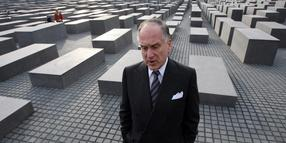 Ronald S. Lauder am Holocaust-Mahnmal in Berlin