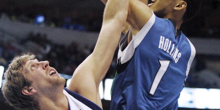 "Das ""German Wunderkind"" Nowitzki gegen den Center der Timberwolves Ryan Hollins."