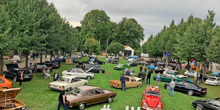 """Old- und Youngtimer-Messe """"Altblechliebe-Spectaculum"""" in Brook"""