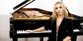 Konzertpianistin Natalia Posnova spielt am 2. April 2019 Hollywood-Filmmusiken in Boltenhagen.