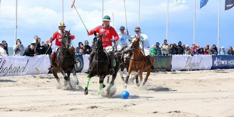 Internationales Polo-Turnier am Strand von Warnemünde (Archiv)