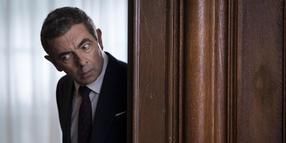 "Rowan Atkinson als Johnny English in einer Szene des Films ""Johnny English - Man lebt nur dreimal""."