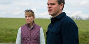 Sue Thomason (Frances McDormand)und Steve Butler (Matt Damon) auf Fracking-Mission. Foto: Scott Green/Universal