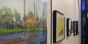 "Das Bild ""Untitled (Blue Mosque)"" von Ghaleb Al-Bihani in der Ausstellung ""Ode to the Sea: Art from Guantánamo Bay"" in New York."