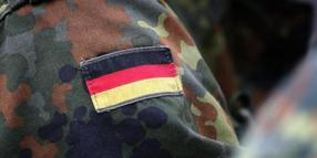 Bundeswehrsoldaten in Uniform.