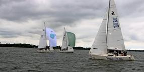 Albin Expressen mit Spinnaker-Segel