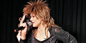"Ellen Obier sang als Tina Turner ""Simply the Best""."