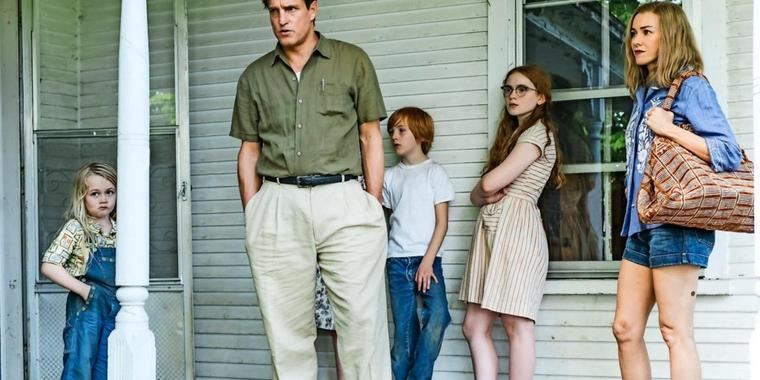 Das Leben mit dem Vater ist Höhen und Tiefen unterworfen: Rex (Woody Harrelson), Mary (Naomi Watts, r.) und die Kinder (v. l. Eden Grace Redfield, Charlie Shotwell und Sadie Sink).