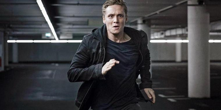 "Matthias Schweighöfer in der Amazon-Streamingserie ""You Are Wanted""."