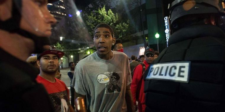 Angespannte Lage: Polizei und Demonstranten in Charlotte (North Carolina).