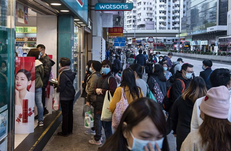 January 28, 2020, Hong Kong, China: People with face masks queue at a personal care branch of Watsons store in Hong Kong..Since the spread of the corona virus, the death stands at 106, with the number of infections almost doubling in a day to more than 4,500. Hong Kong China PUBLICATIONxINxGERxSUIxAUTxONLY - ZUMAs197 20200128zaas197022 Copyright: xMiguelxCandelax