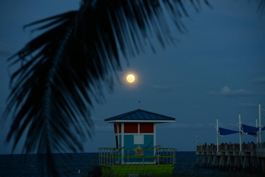 26. April 2021: Tropisches Supermond-Feeling in Pompano Beach, Florida.