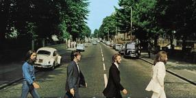 Noch einmal mit Gefühl: Das ikonische Bild der Beatles auf dem Zebrastreifen an der Abbey Road – George Harrison, Paul McCartney, Ringo Starr und John Lennon.