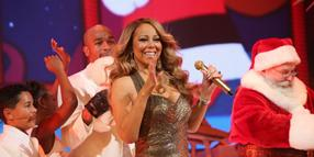 "Mariah Carey singt ""All I Want for Christmas Is You""."