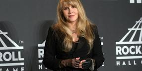 Stevie Nicks, US-amerikanische Sängerin von Fleetwood Mac, kommt zur Einweihungsfeier in der Rock & Roll Hall of Fame im Barclays Center.