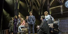 Eine Szene des Theaterstücks Harry Potter and the Cursed Child mit der Original West EndCompany 2016 - 2017