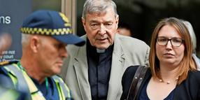 Kardinal George Pell verlässt den County Court in Melbourne (Archivfoto).