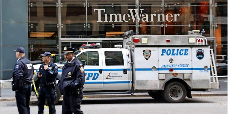 Polizisten vor dem abgeriegelten Time Warner Center in New York.