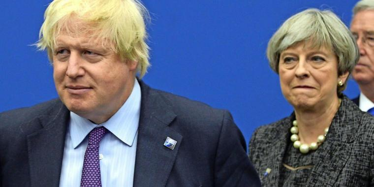 Boris Johnson und Premierministerin Theresa May