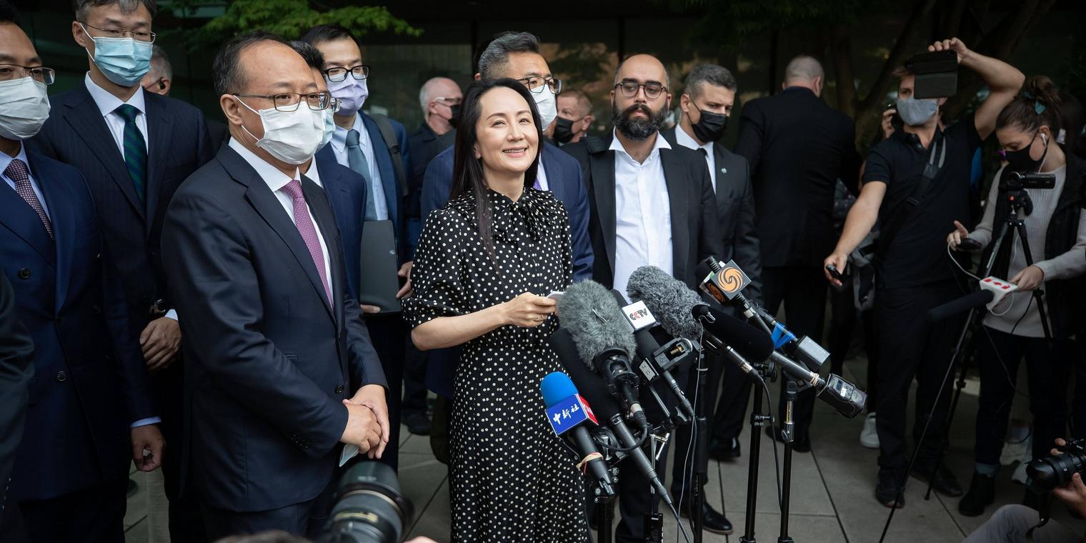 September 24, 2021, Vancouver, BC, Canada: Meng Wanzhou, chief financial officer of Huawei, reads a statement outside B.C. Supreme Court, in Vancouver, B.C., Friday, Sept. 24, 2021. Vancouver Canada PUBLICATIONxINxGERxSUIxAUTxONLY - ZUMAc35_ 20210924_zaf_c35_130 Copyright: xDarrylxDyckx