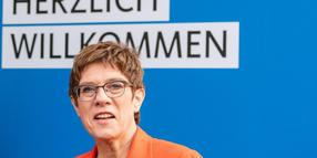 CDU-Vorsitzende Annegret Kramp-Karrenbauer traut den Fridays-for-Future-Demonstranten zu, den verpassten Schulstoff am Wochenende nachzuholen.