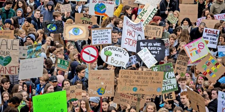 "Teilnehmer der ""Fridays for Future""-Demonstration am 22. März in Berlin."